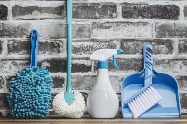 青い清掃用具画像