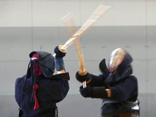 剣道をしている画像