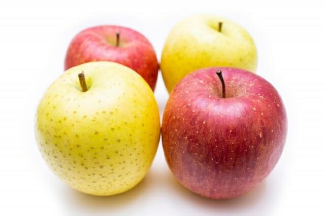 赤リンゴと青りんごの画像